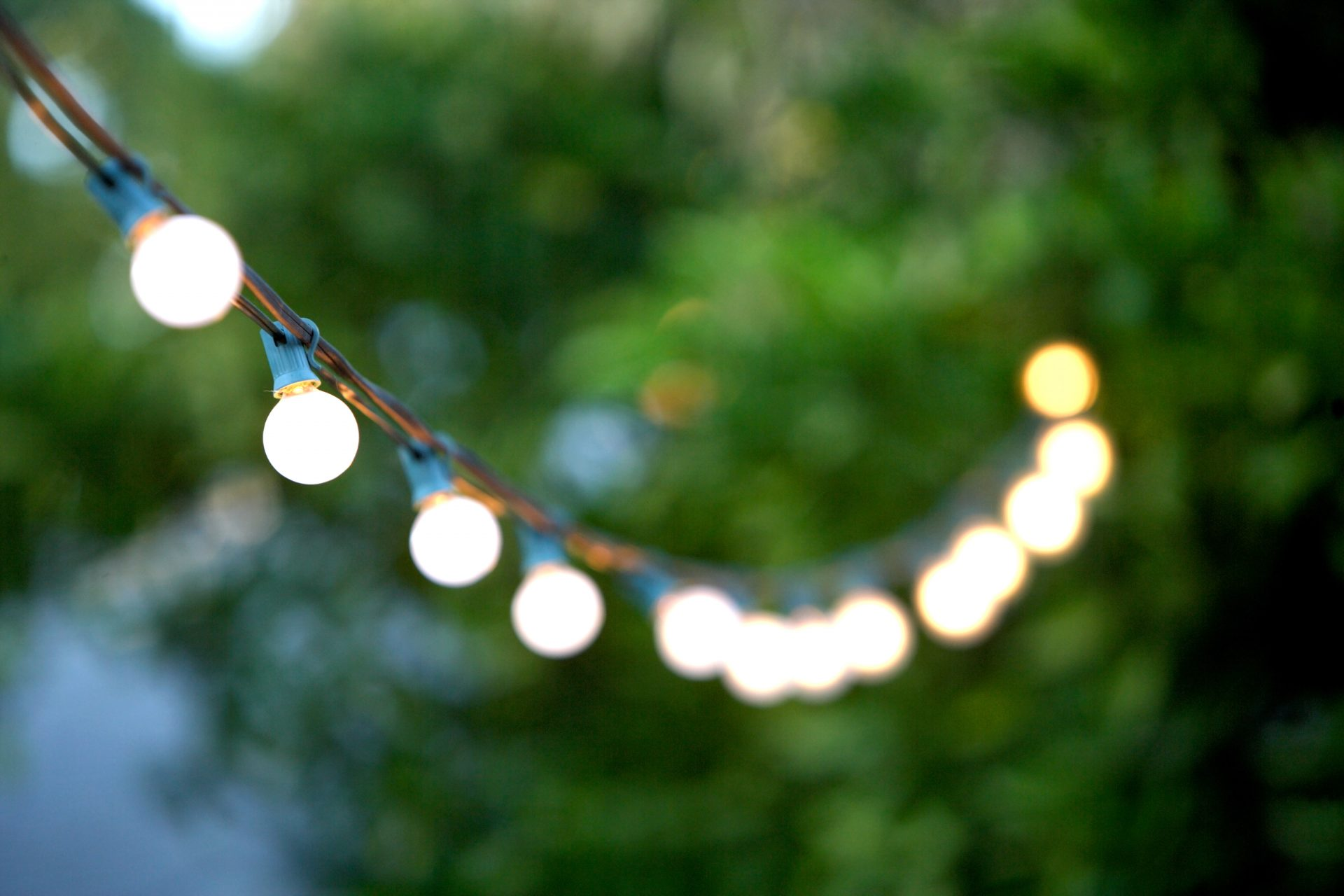 Lighting Guide: Create an Oasis in the Backyard with Patio Lights